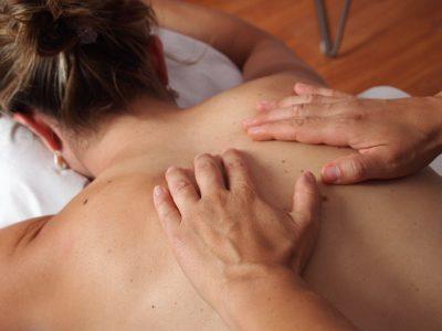 Huile de massage comestible